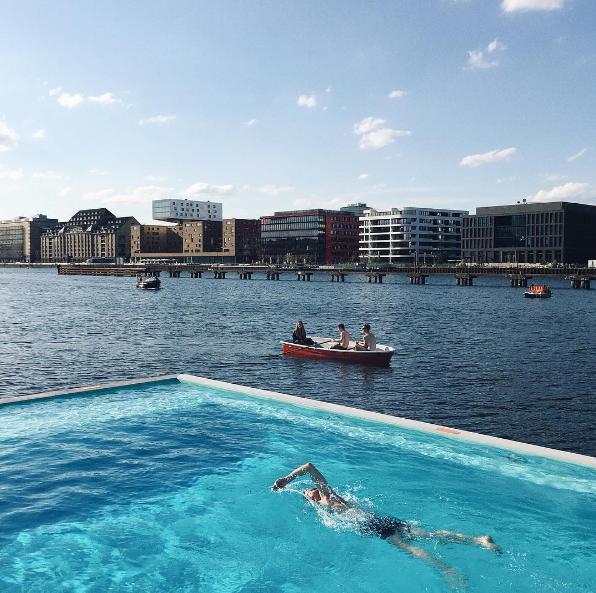 Berlin_pool-in_river